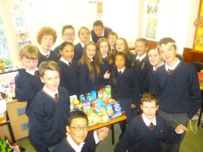 Mitzvah Week/Social Action Week: students collect food for charity